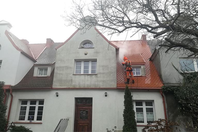Gdańsk Czyszczenie dachu i elewacji dom szeregowy