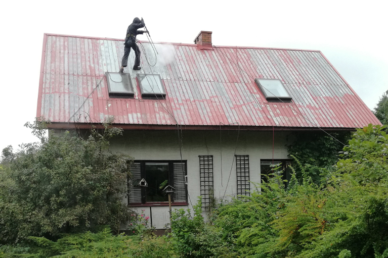 Gdansk-czyszczenie-i-malowanie-dachu-2